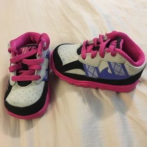 Kid's Toddler NIKE sneakers lace up size 5c